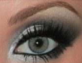 Árnyékolt szürke szemek