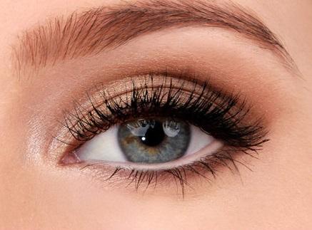 Aranyozott füstös szemek