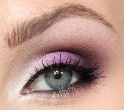 Egyszerű lila színátmenetes smink