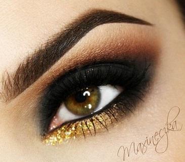 Füstös szemek egy kis arannyal