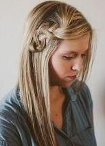 Húzott fonatos frizura