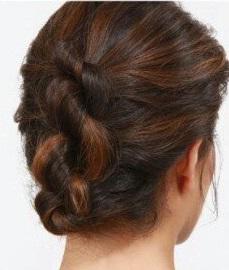 Három görcsös frizura
