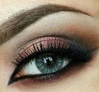 Rózsaszín smink kék szemhez