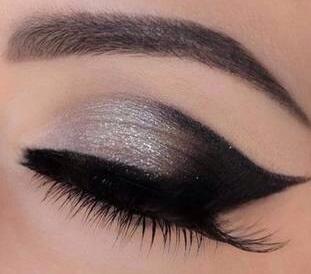 Szürkés fekete macskás szemek